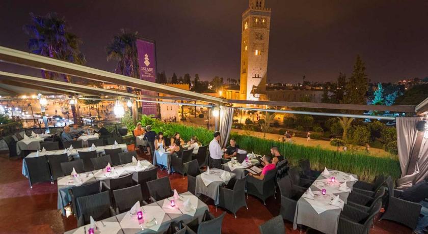 Une nuit pour 2 adultes + 1 enfant (-12ans) en DP à Hotel Islane Marrakech Face à La Place De Jamaa Lefna seulement à 659dh!!!