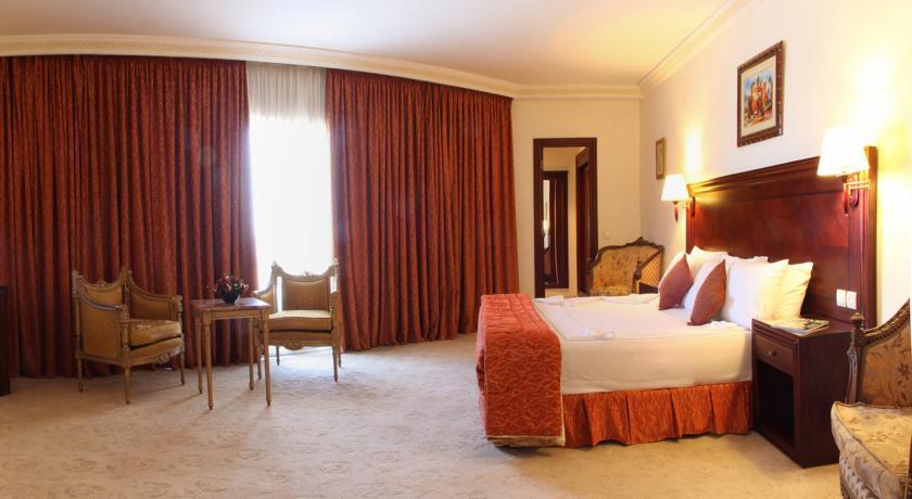 Profitez d une nuit pour 2 adultes + 2 enfants en Demi Pension à Hotel Ryad Mogador Gueliz & Spa seulement à 655 dh!!!