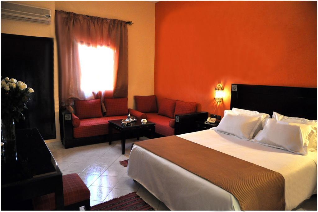 Une nuit dans une chambre double pour 2 adultes en BB à Hotel Mont Guéliz seulement à 480dh!!!