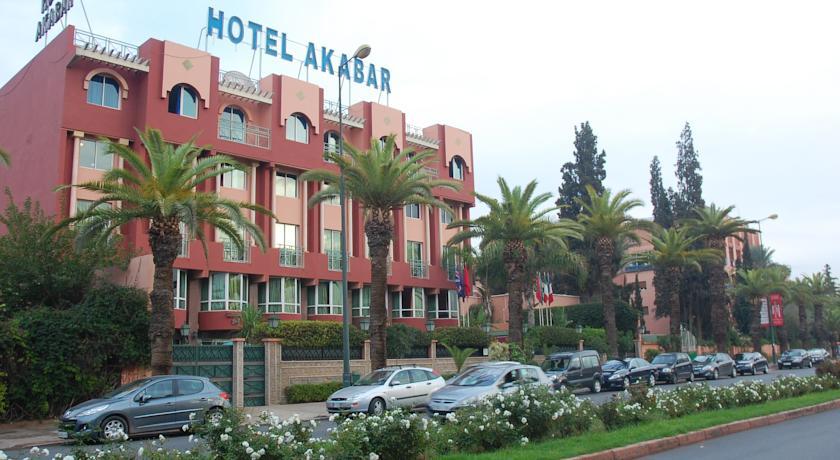 Une nuit pour 2 adultes + 2 enfants (-12ans) dans une chambre double en BB à Hotel Akabar Marrakech seulement à 300 dh!!!