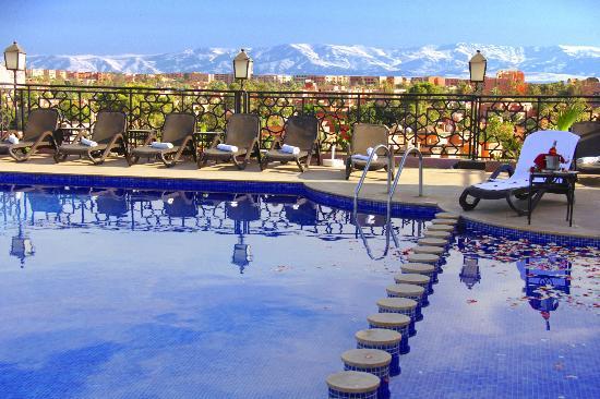 Une nuit pour 2 adultes + 2 enfants (-12ans) en demi Pension + Hammam à Hôtel Impérial Plaza marrakech 4* seulement à 699 dh!!!