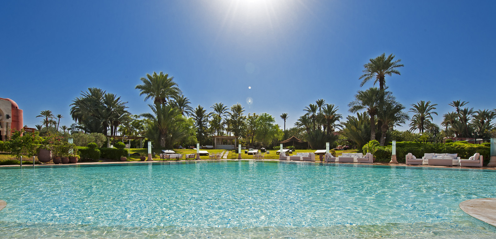 Les palmeraies de Marrakech une expérience unique pour 2 pax +1 enf (-12ans) grâce au style Hispano Mauresque au Palais Mehdi 5*