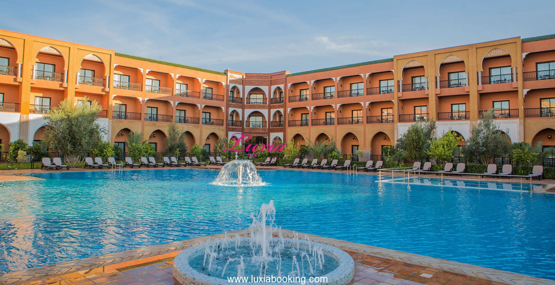 Offre de luxe: Profitez d une nuit pour 2 adultes + 2 enfants en BB au 5* Hotel Riad Ennakhil & spa à seulement 770 Dh!