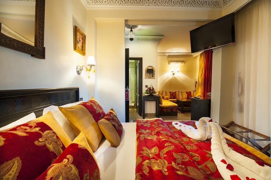 Offre promotionnelle : Une nuit pour 2 adultes en DP à Hotel Le Caspien Marrakech seulement à 598Dhs !!