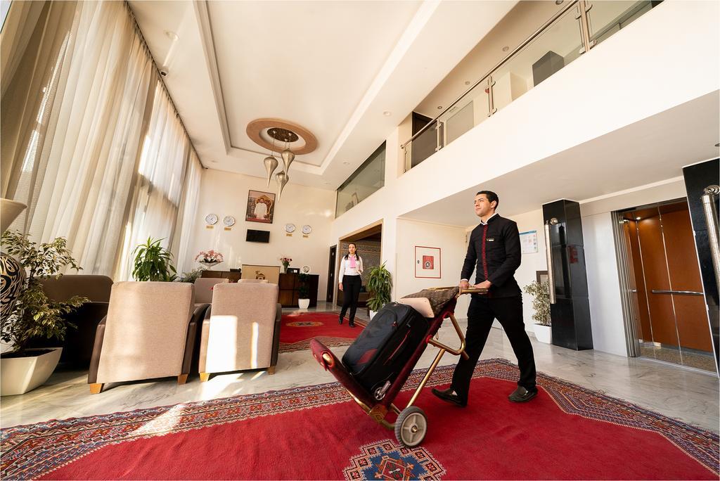 A Côté des jardins Majorelle pour Une nuit pour 2 adultes en BB au Palm Menara Hotel 4*  à seulement 599!!!!