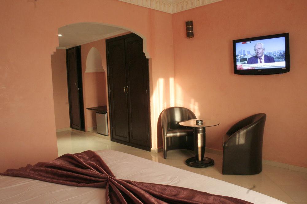 En plein guéliz une nuit pour 2 adultes + 1 enfant (-6 ans) en demi pension à Hotel El Hadna Marrakech seulement à 473 Dh!